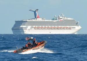 СМИ: пассажирам дрейфующего в Мексиканском заливе лайнера не хватает еды и воды