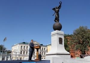 Янукович в Харькове открыл  крылатый  Монумент Независимости
