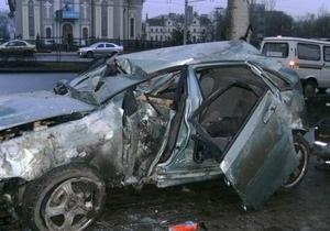 Снес билборд и два дерева: в центре Донецка погиб 21-летний водитель автомобиля
