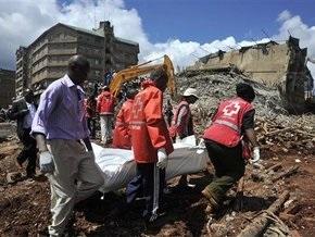Обрушение здания в Кении: оставшиеся под завалами звонят родным