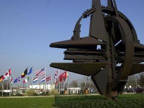 Почти две трети россиян считают, что их стране стоит опасаться НАТО