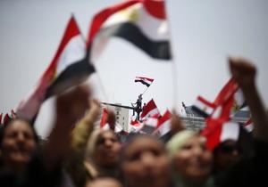 Армия взяла под контроль гостелевидение Египта, к месту митинга сторонников Мурси стягивают войска