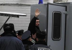 Луценко не будет просить о помиловании и не боится мести бывших подчиненных в Менской колонии