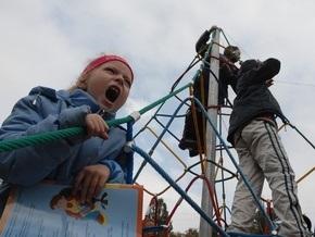 Киевские власти обязали ЖЭКи отремонтировать все детские площадки