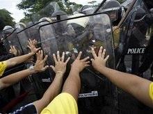 Полиция Таиланда использовала слезоточивый газ против митингующих