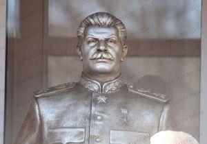 Мэр Запорожья поручил проверить законность установки памятника Сталину