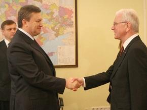 Янукович попросил Поттеринга срочно рассмотреть вопрос визового режима