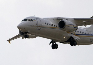Самолет Ан-148 совершил аварийную посадку в аэропорту Петербурга (обновлено)