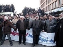 Армянская оппозиция баррикадируется от полиции