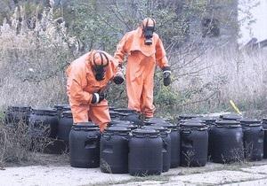 Во Львовской области перевернулась фура с высокотоксичным грузом