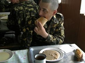 Кузьмук: Через 10 дней солдат в армии будет нечем кормить
