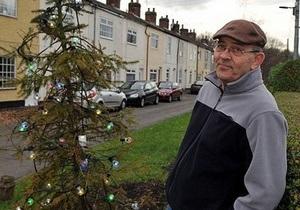 В Британии убрали с улицы самую страшную елку страны