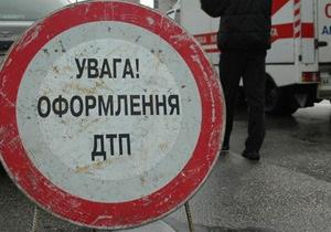 В Киеве автобус врезался в фуру