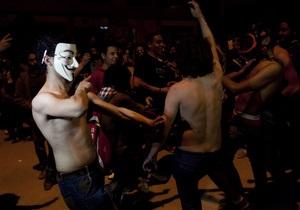 Сотни демонстрантов станцевали Harlem Shake, протестуя против политики Мурси