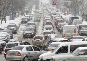 На киевские дороги планируют вернуть эвакуаторы