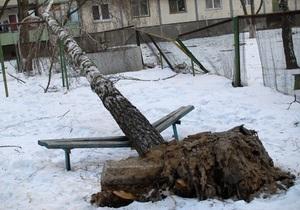 В результате непогоды в Украине остаются обесточенными 23 населенных пункта