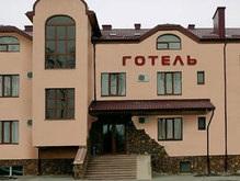 В Тернополе пьяный депутат угрожал автоматом сотрудникам отеля