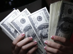 Доллар на межбанке закрывает неделю снижением