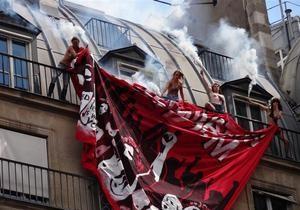 Активистки движения FEMEN в Париже провели акцию против митинга неонацистов