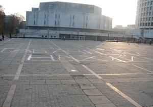 На Площади знаний КПИ появилась огромная оскорбительная надпись в адрес Табачника