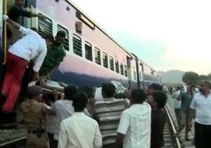 В Индии столкнулись два поезда: есть жертвы
