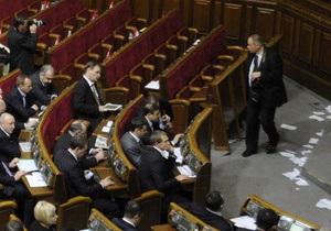 Оппозиция заблокировала трибуну Верховной Рады