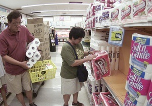 Венесуэла импортирует 50 млн рулонов туалетной бумаги