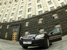 Кабмин запрещает чиновникам покупать машины дороже $12 тысяч