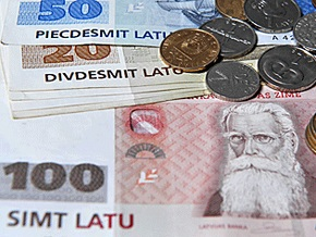 Латвия понизила пенсии и социальные выплаты
