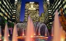 В Нью-Йорке создали фонтан из света