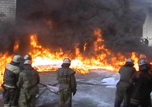 В Мукачево почти пять часов тушили пожар на рынке