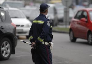 Луганский водитель при задержании ногами выбил стекло в автомобиле ГАИ