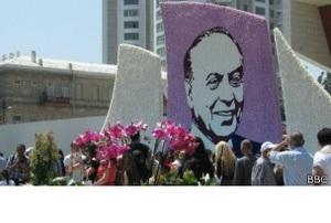 В Азербайджане растет культ личности Гейдара Алиева
