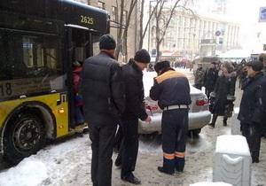 Из-за аварии в центре Киева остановились троллейбусы