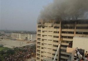 В столице Бангладеш горит швейная фабрика, есть жертвы