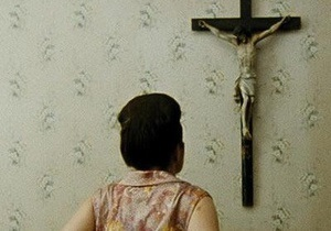 Против фильма Венецианского кинофестиваля подали иск за сцену с самоудовлетворением распятием