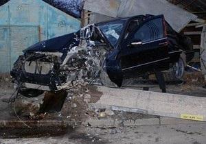 Сотрудники киевской автомойки разбили Mercedes клиента