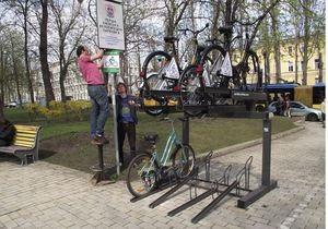 новости Киева - велосипеды - велопарковка - парк Шевченко - В центре Киева открылась новая точка проката велосипедов