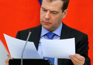Немцов: Медведеву кажется правильным запретить избираться на пост главы РФ более двух сроков