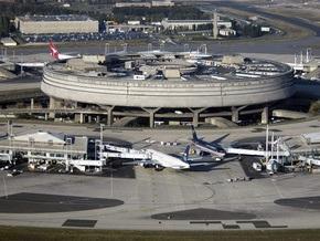 Парижские таксисты блокировали аэропорт Шарля де Голля из-за столкновений с полицией