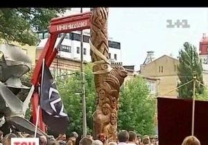 новости Киева - В Киеве установили памятник Перуну