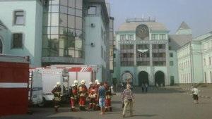 В центре Москвы горит офисное здание: некоторые сотрудники выбежали на крышу