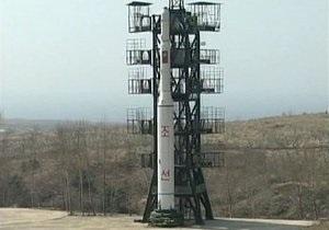 В Северной Корее на космодром подвозят компоненты ракеты для запуска спутника