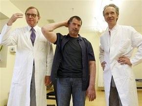 Первая в мире операция по пересадке рук: Немецкий фермер радуется возможности чесаться