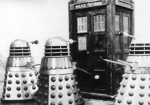 К 50-летию Доктора Кто фанаты сериала запустят полицейскую будку в космос