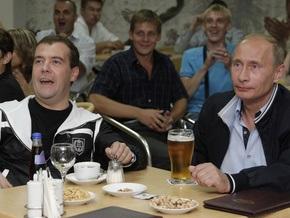 Фотогалерея: Как Медведев и Путин за своих болели