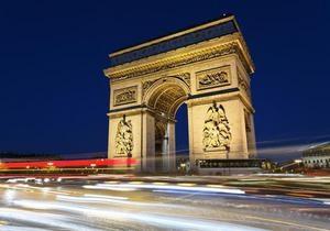 В Париже район Триумфальной Арки эвакуировали из-за сообщения о бомбе