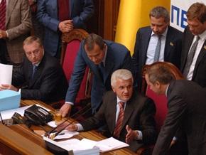 Литвин просит Партию регионов заплатить за сломанный микрофон