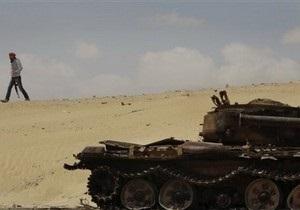 Сторонники Каддафи уничтожили два вертолета и три танка повстанцев. Не менее 30 мятежников убиты