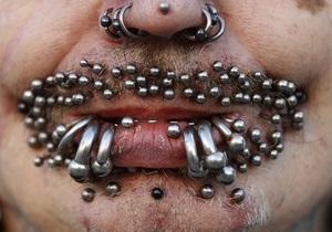 Фотогалерея: Самый дырявый мужчина. Рекордсмен по пирсингу продемонстрировал свое лицо